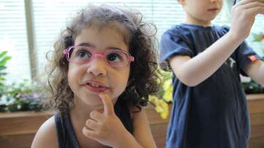 עדשות ראייה בטיחותיות לילדים